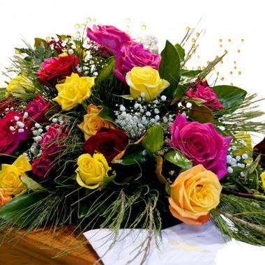 Fascio di rose colorate